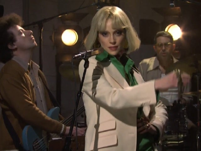 'SNL': St. Vincent Delights with a Dreamy, '70s Influenced Performance