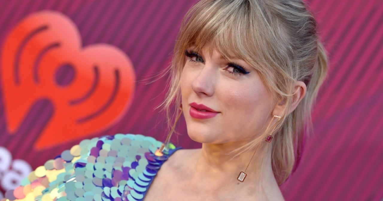 Taylor Swift Sends Simone Biles and Suni Lee an Empowering Message of Support.jpg