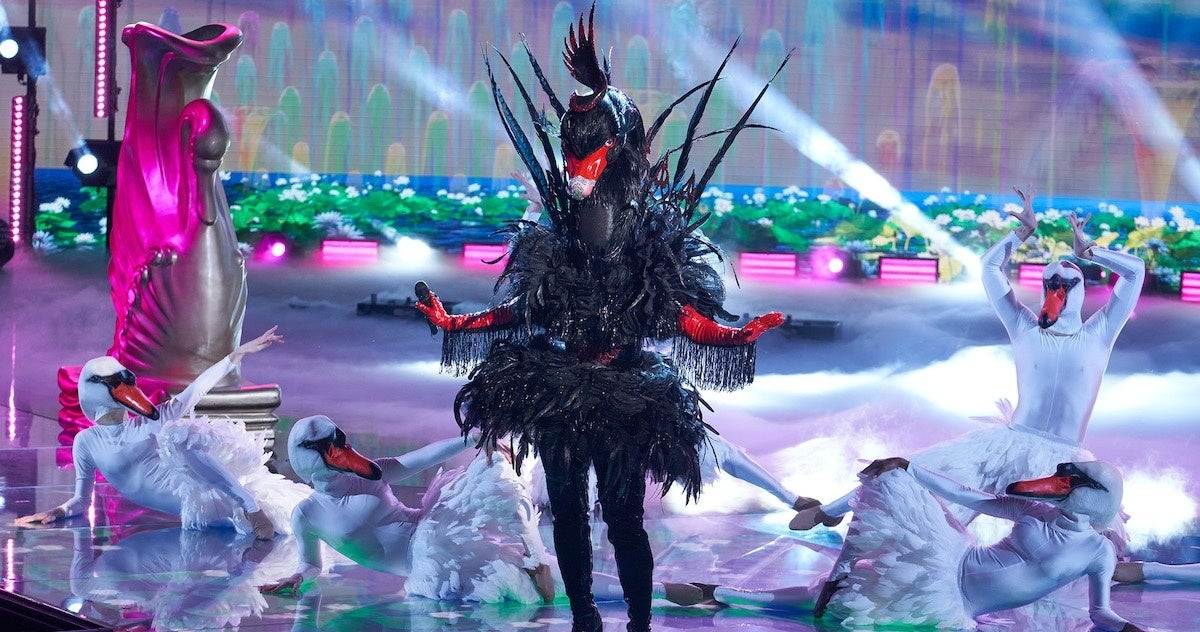 the-masked-singer-black-swan