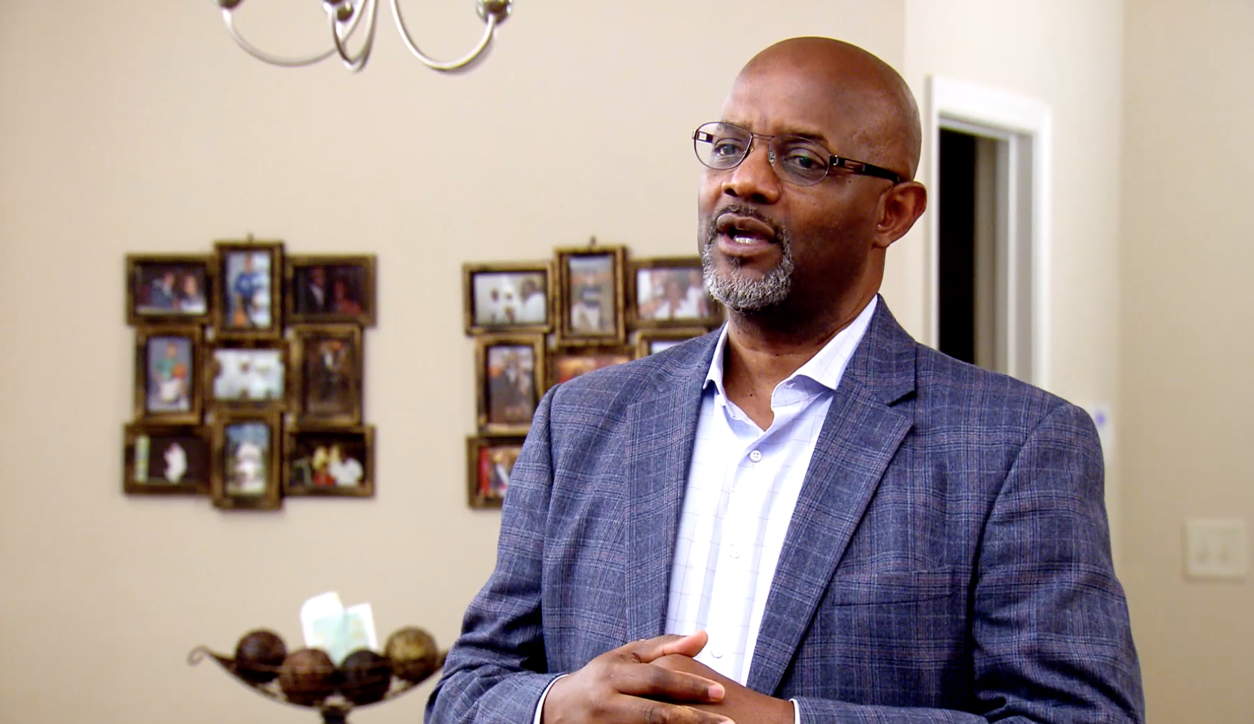 'Married at First Sight: Unmatchables': Pastor Cal Tries Hilarious New Exercise With Clyde