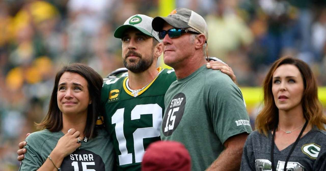 Brett Favre Reacts to Aaron Rodgers' Rift With Packers.jpg