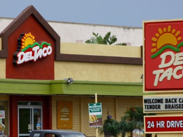 Del Taco Takes Jab at Taco Bell Over Mexican Pizza Menu Removal