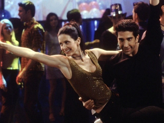 Courteney Cox Recreates 'Friends' Dance With Special Guest After HBO Max Reunion