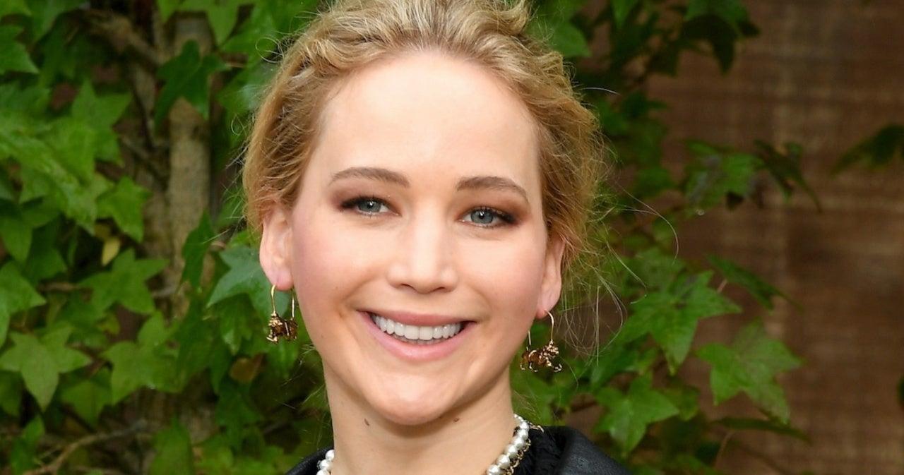 Listen to a Shocked Jennifer Lawrence Discover on Air That Jennifer Lopez and Ben Affleck Are Back Together.jpg
