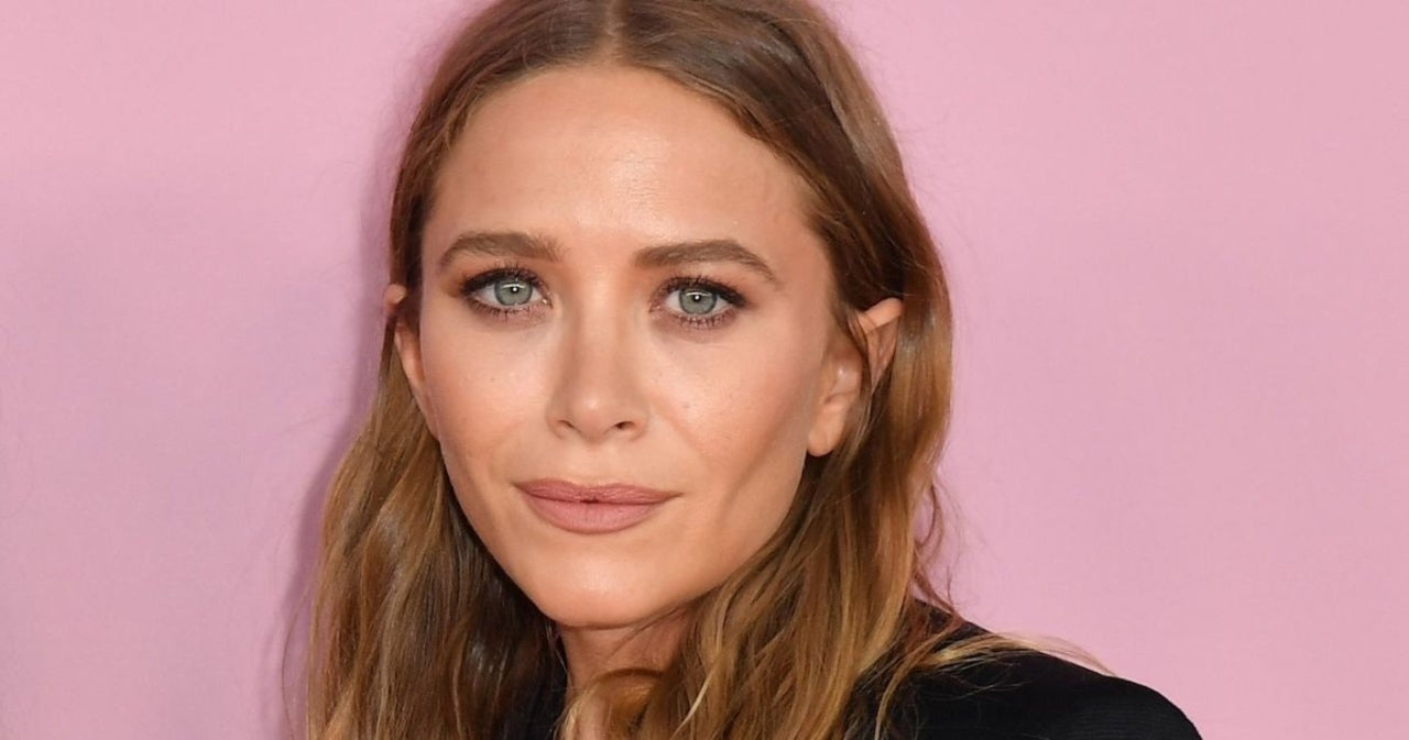 Mary-Kate Olsen Is All Smiles in Rare Public Outing.jpg