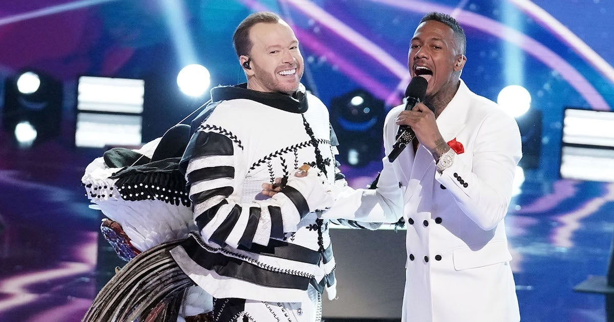 masked-singer-donnie-wahlberg-cluedle-doo-nick-cannon