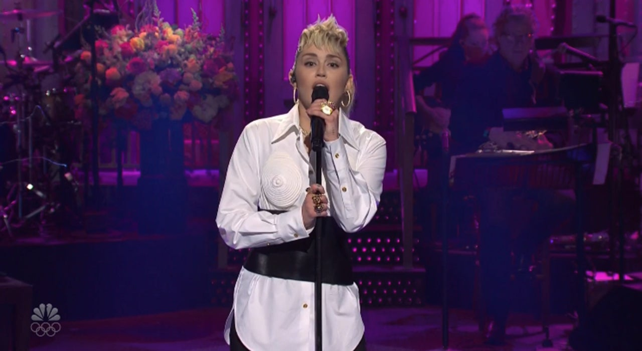 'SNL' Delivers a Heartwarming Mother's Day Cold Open With Help From Miley Cyrus.jpg