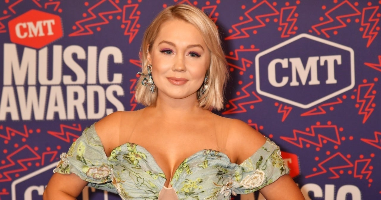 Pregnant RaeLynn Shares Which Country Music Moms She's Gone to for Advice.jpg