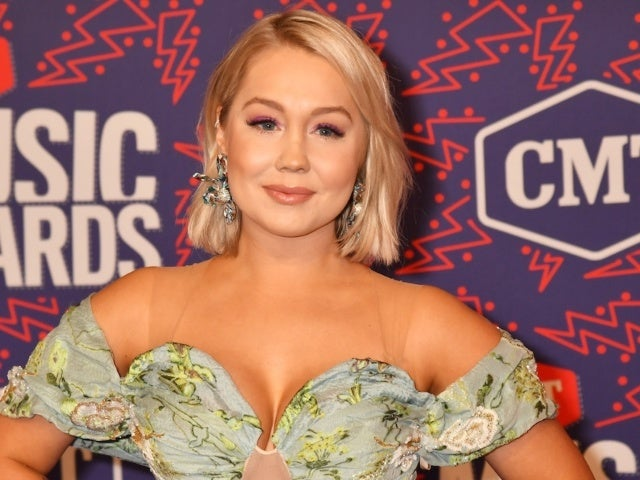 Pregnant RaeLynn Shares Which Country Music Moms She's Gone to for Advice