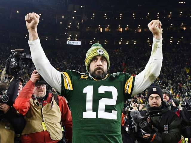 Restaurant Offers Aaron Rodgers Free Food and Beer for Life If He Stays With Packers