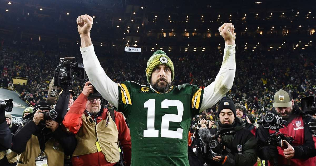 Restaurant offers Aaron Rodgers free food beer for life stays with Packers