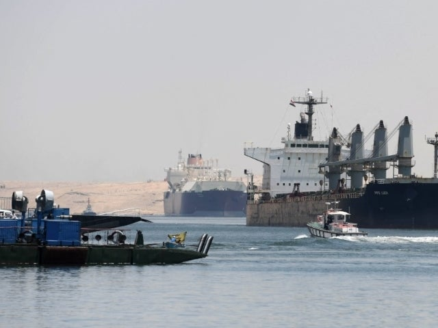 Suez Canal Ship Stuck and Stranded Again After Break Down