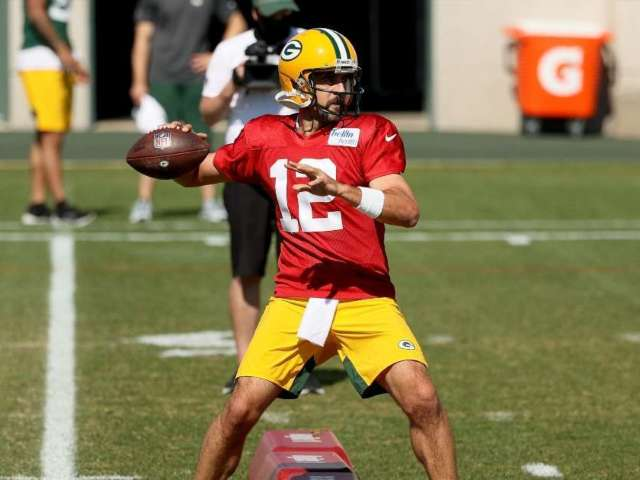 Aaron Rodgers Makes Decision on Attending Packers Minicamp