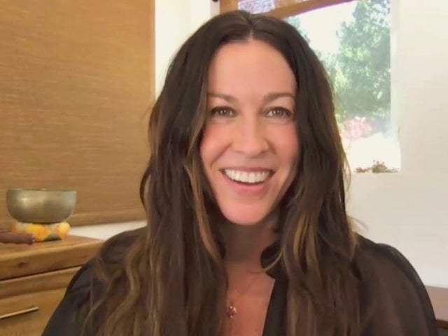 Alanis Morissette Is Completely Unrecognizable With Blonde Bombshell Hair
