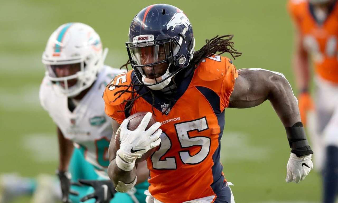 Broncos' Melvin Gordon Reacts to Aaron Rodgers Trade Rumors.jpg