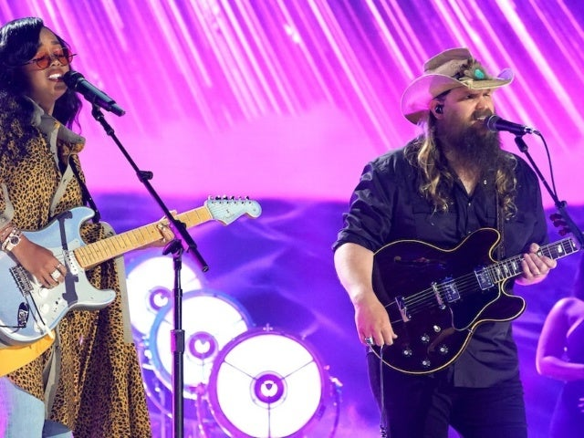 Chris Stapleton Teams With H.E.R. for Performance of 'Hold On' During CMT Music Awards