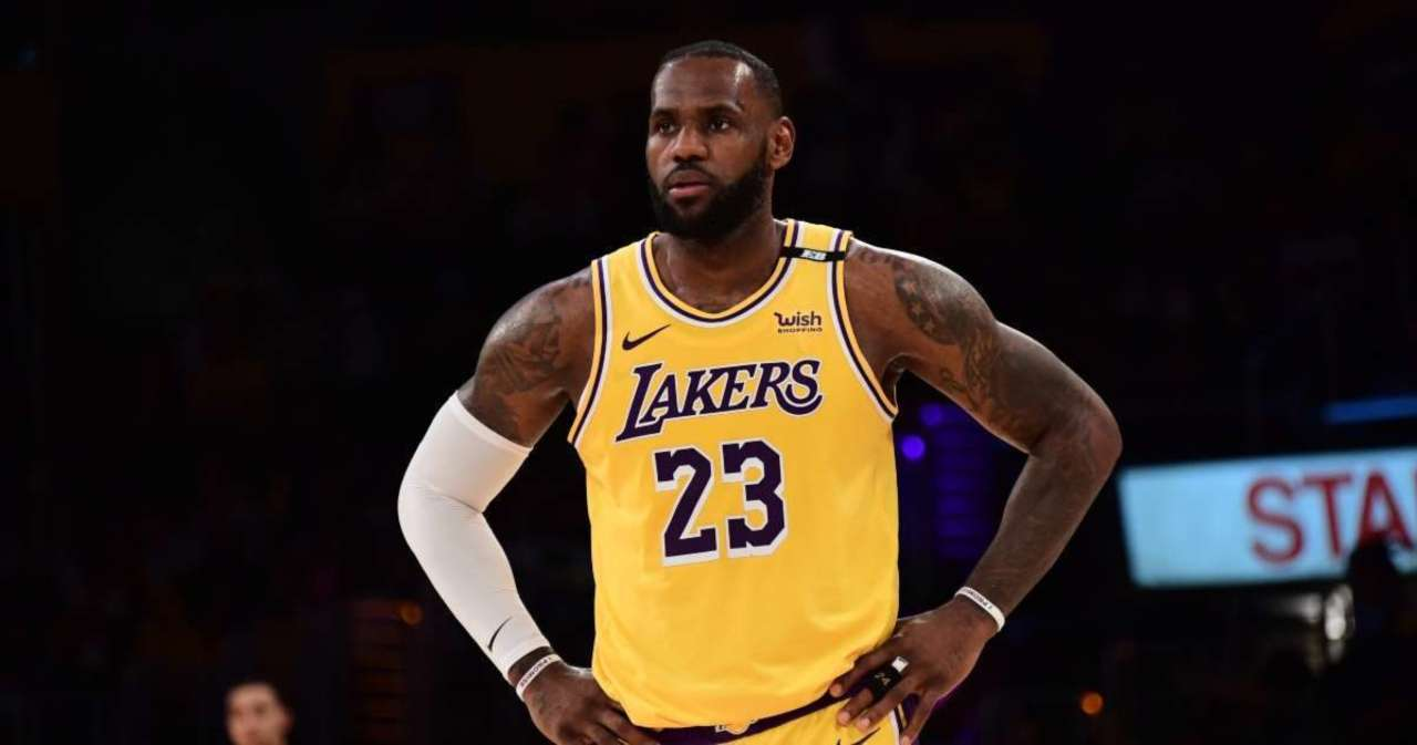 LeBron James Reportedly Changing Jersey Number Next Season.jpg