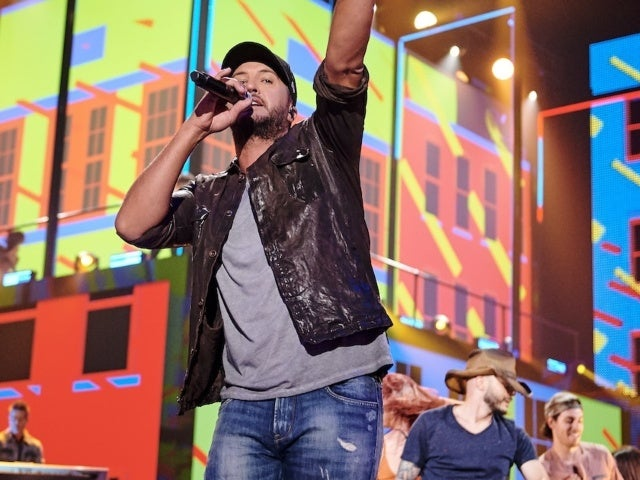 CMT Music Awards: Luke Bryan Brings the Fireworks During Rooftop Performance