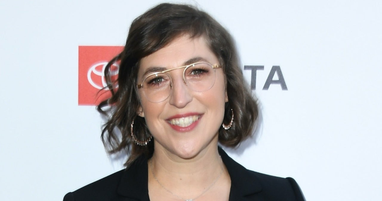 Mayim Bialik Kicks off 'Jeopardy!' by Thanking the Very Special Person Who Encouraged Her to Host.jpg