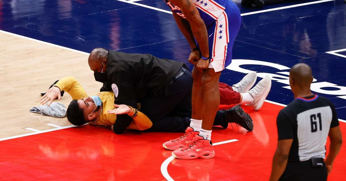 NBA fan tackled by security after running onto court during Wizards 76ers game