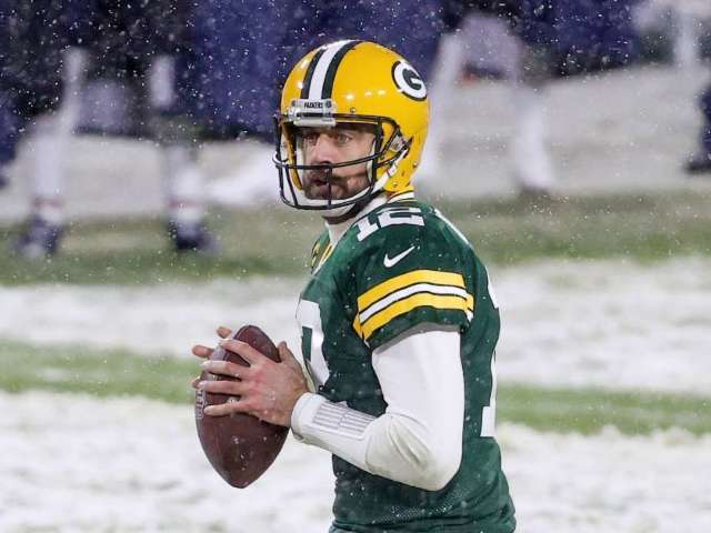 Packers Reportedly Make Roster Move to Keep Aaron Rodgers in Green Bay