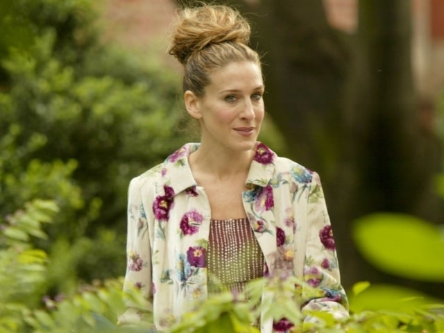 Sarah Jessica Parker Visits Carrie Bradshaw's Apartment Ahead of 'Sex and the City' Revival