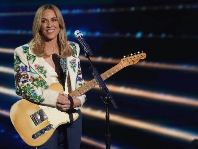 Sheryl Crow Speaks on Sexual Harassment She Endured From Michael Jackson's Manager