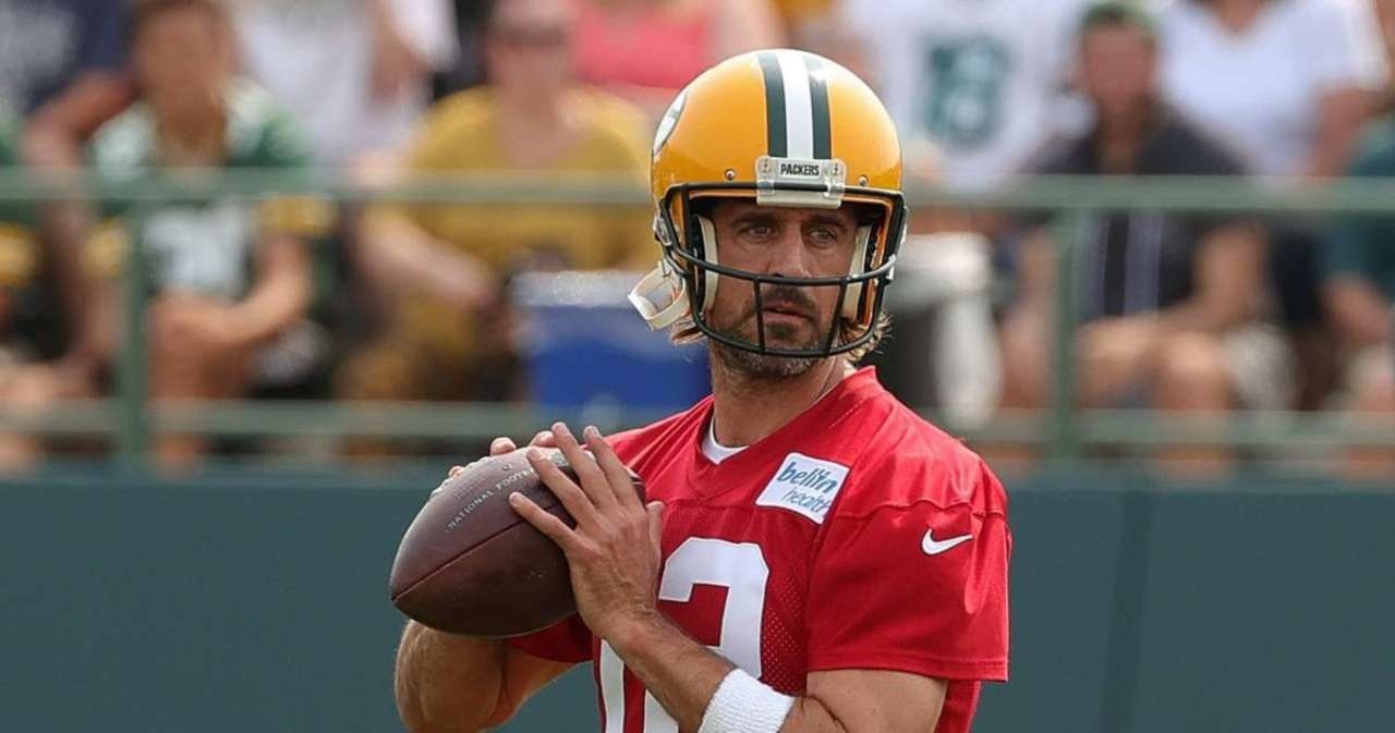 Packers Legend Makes Bold Prediction on Aaron Rodgers' Career.jpg