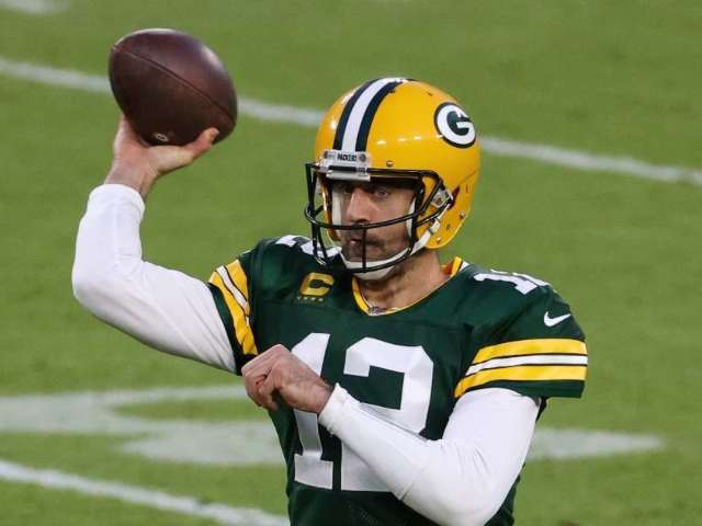 Aaron Rodgers Reportedly Offered Monster Contract by Green Bay Packers During Offseason