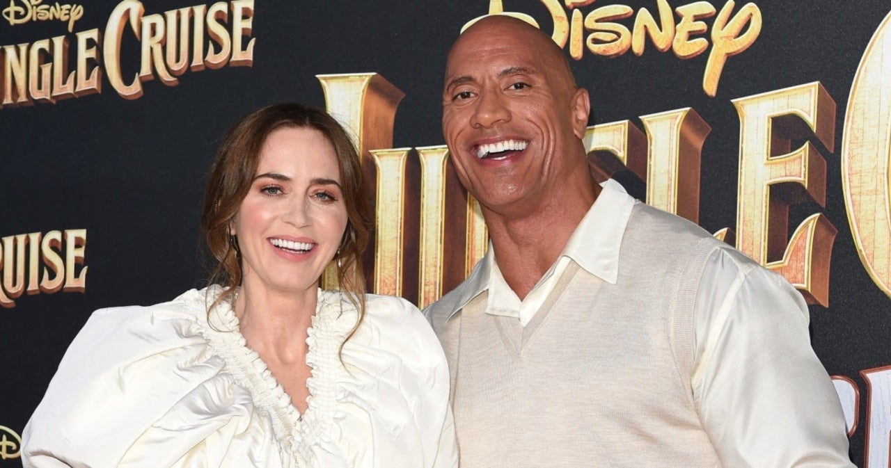 Dwayne 'The Rock' Johnson Praised This WWE Legend in Heartwarming Surprise Moment During 'Jungle Cruise' Interview.jpg