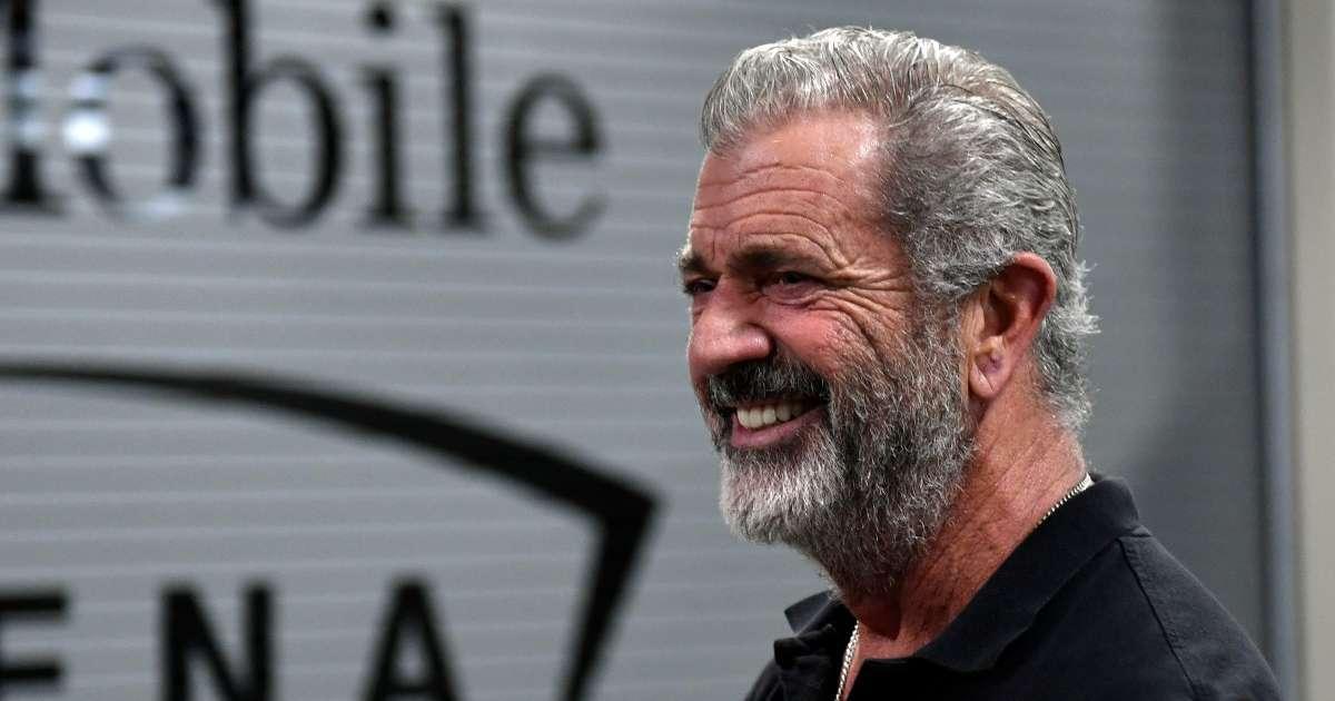 Mel Gibson spotted saluting Donald Trump UFC match