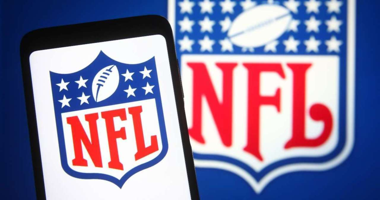 NFL Sends Warning to Teams That Suffer COVID-19 Outbreaks Among Unvaccinated Players.jpg