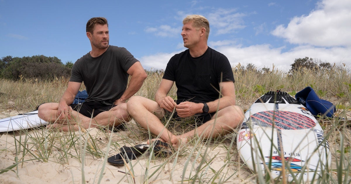 shark-beach-chris-hemsworth-mick-fanning