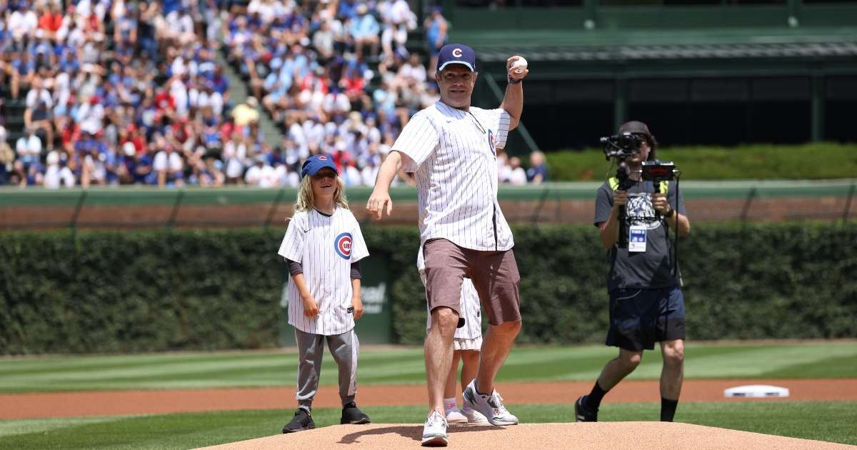 Ted Lasso Star Jason Sudeikis joined kids throw first pitch Cubs Cardinals game