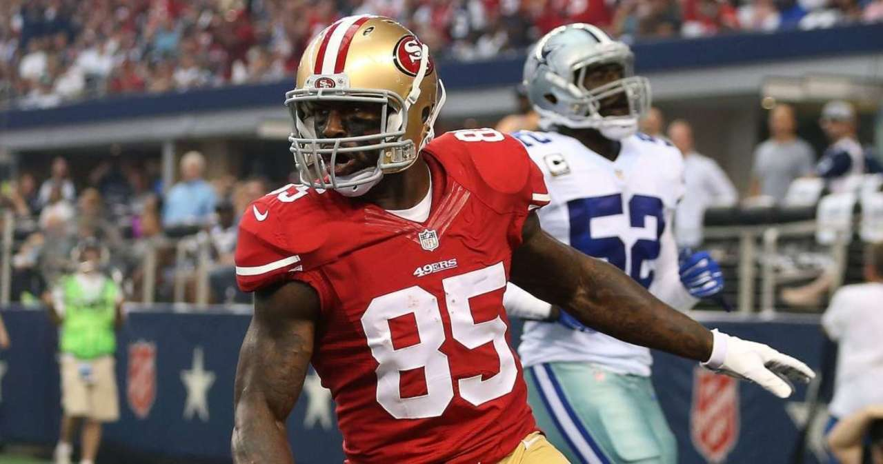 Vernon Davis Explains Why He Was 'Comfortable' Retiring From NFL (Exclusive).jpg