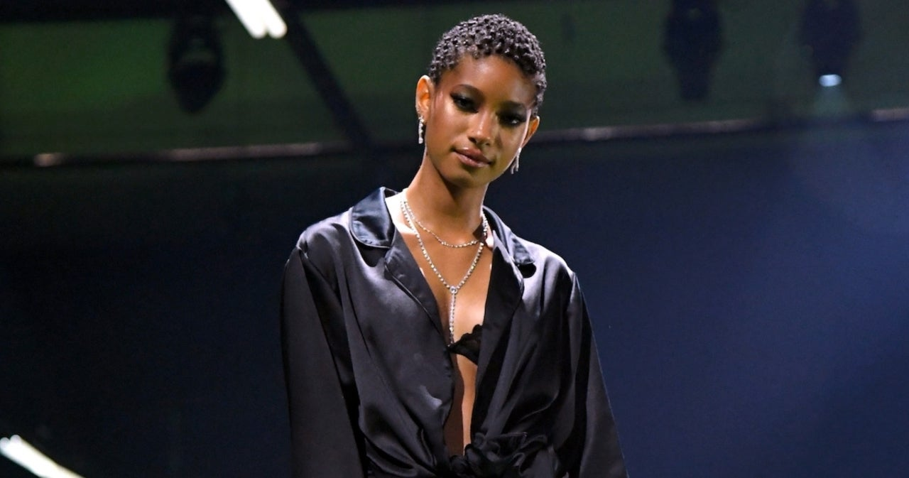 Willow Smith Shaves Her Head Mid-Concert During 'Whip My Hair'.jpg