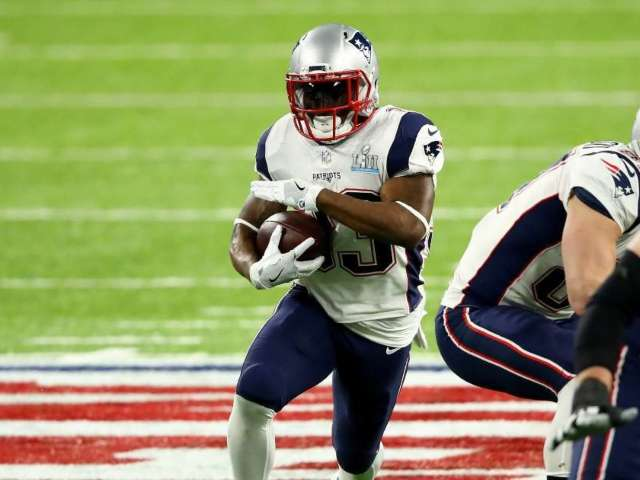 Super Bowl Champion Running Back Reportedly Retires From NFL