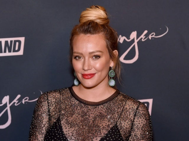 'How I Met Your Father': Hilary Duff Shares First Photo of Cast on 'HIMYM' Spinoff Set