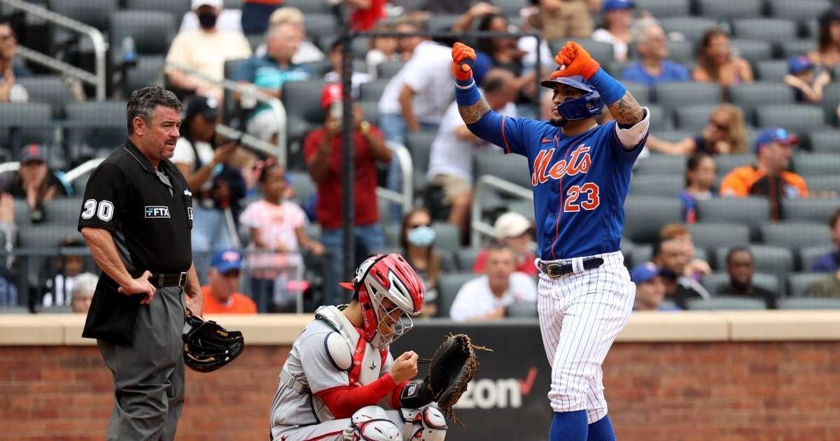 Mets Player Javier Baez shot fans thumbs down celebration